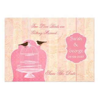 La jaula de pájaros rosada elegante pájaros del a invitacion personal