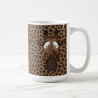 La jirafa linda hace frente a la taza animal del m