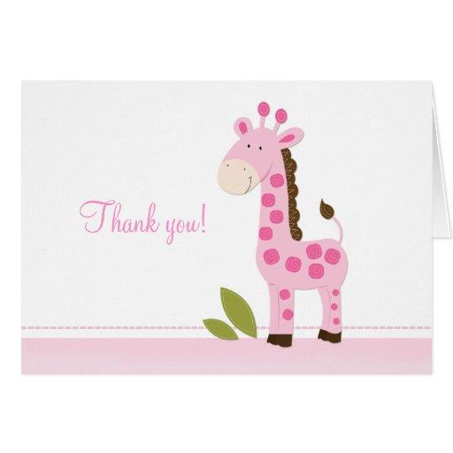 La jirafa rosada adorable doblada le agradece las tarjeta pequeña
