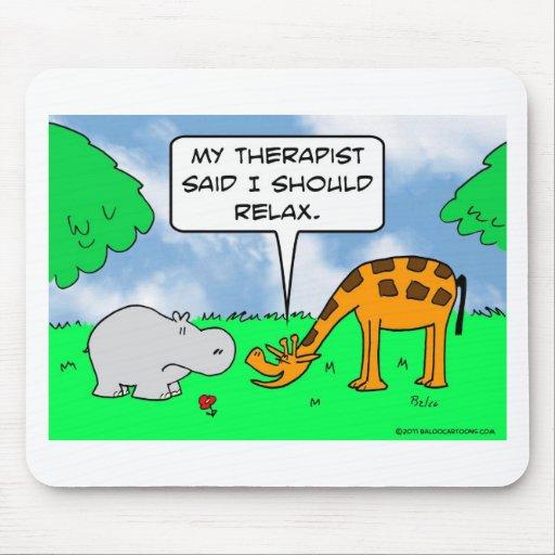La jirafa se relaja tapete de ratones