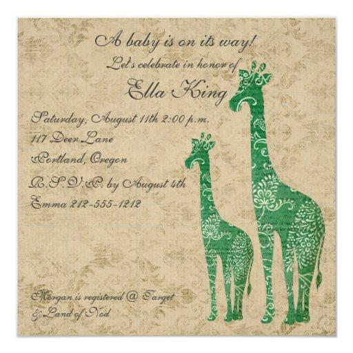 La jirafa verde siluetea la invitación del bebé
