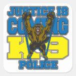 La justicia es la policía que viene K9 Calcomania Cuadradas