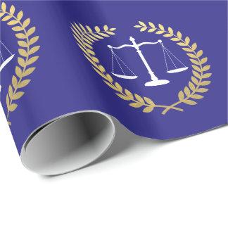 La justicia escala la falsa guirnalda de la hoja papel de regalo