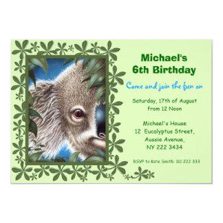 """La koala de los objetos curiosos embroma la invitación 5"""" x 7"""""""