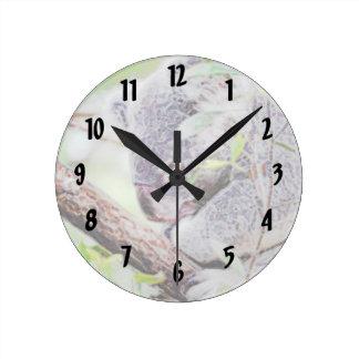la koala pintada remolina la versión SM c.jpg Reloj Redondo Mediano