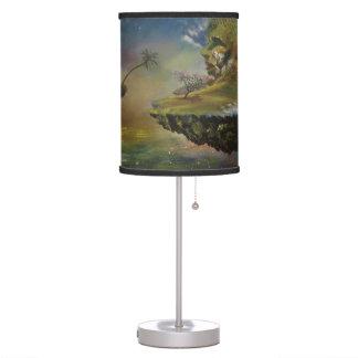 La lámpara de mesa de la isla