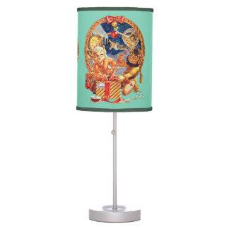 La lámpara de mesa pasada del paquete