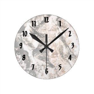 La lava invertida corteza del roble tiene gusto de reloj redondo mediano