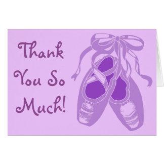 La lavanda púrpura de los zapatos de ballet le tarjeta de felicitación