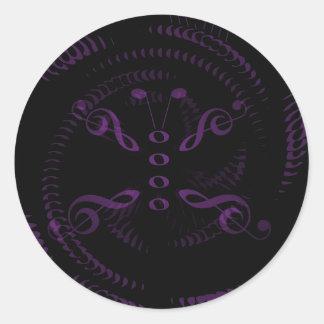 La lavanda remolinó mariposa de la música pegatina redonda
