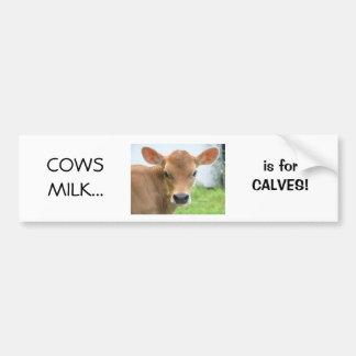 La leche de vacas está para el diseño 2 de los bec etiqueta de parachoque