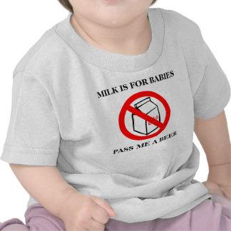 La leche está para los bebés camisetas