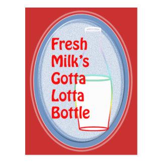 La leche fresca consiguió a la botella de Lotta Postales