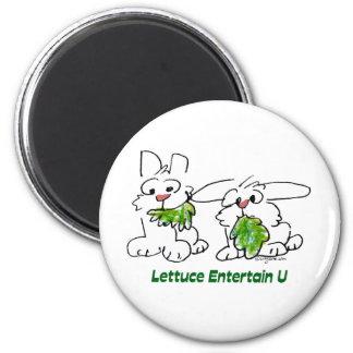 La lechuga entretiene conejos del dibujo animado d imán redondo 5 cm
