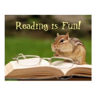 ¡La lectura es diversión! Postal del Chipmunk