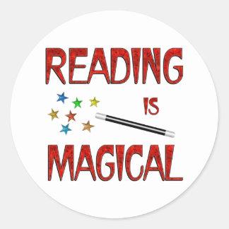 La lectura es mágica pegatina redonda