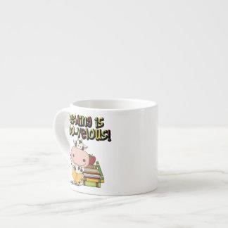 La lectura es MOO-velous Taza Espresso