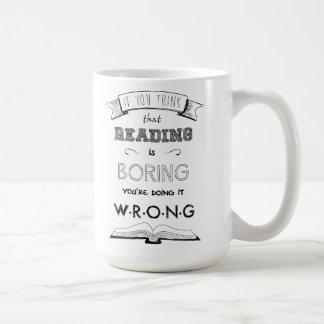 La lectura no está agujereando taza básica blanca