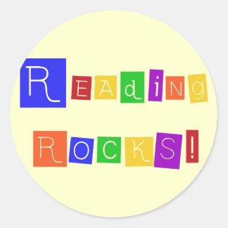 La lectura oscila las camisetas y los regalos pegatinas