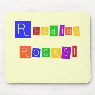 La lectura oscila las camisetas y los regalos tapetes de ratón