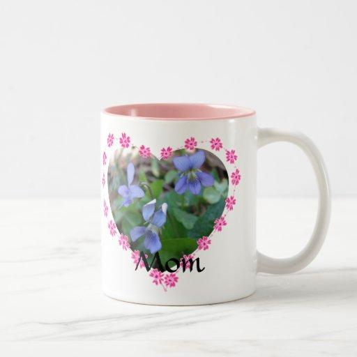 La lengua de la mamá de la taza de las flores
