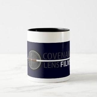 La lente del convenio filma la taza