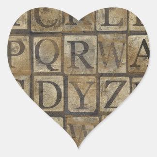 La letra del vintage ajusta el collage pegatina en forma de corazón