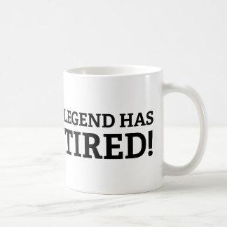 La leyenda se ha retirado taza básica blanca