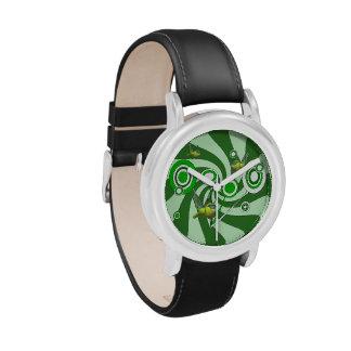 La libélula embroma el reloj del acero inoxidable