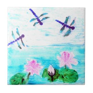 La libélula, lirio florece la pintura de la charca azulejo cuadrado pequeño