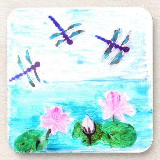 La libélula, lirio florece la pintura de la charca posavasos de bebidas