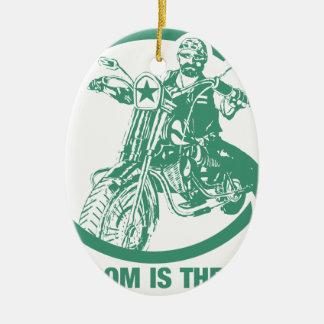 La libertad es el camino - motorista adorno navideño ovalado de cerámica