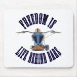 La libertad es vida detrás de barras alfombrilla de ratón