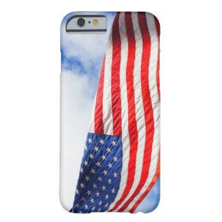 ¡La libertad vuela! Funda Para iPhone 6 Barely There