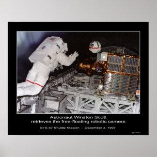 La libre-flotación de Winston Scott del astronauta Póster