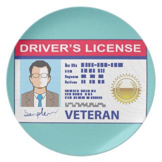 La licencia de conductor de los veteranos platos para fiestas