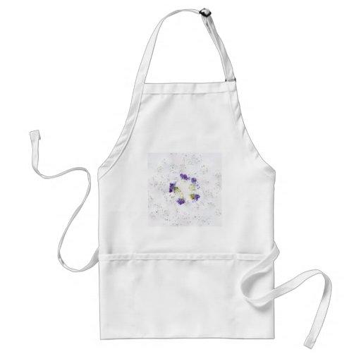 La lila coloreó diseño floral roto con los divots delantales