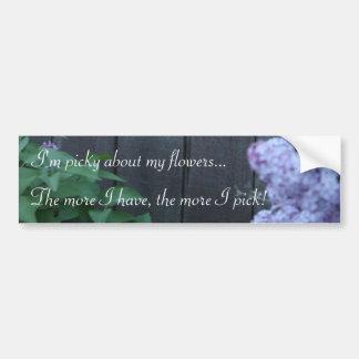 La lila criticona florece a la pegatina para el pa etiqueta de parachoque