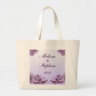 La lila floral florece la novia y al novio del bolsa tela grande