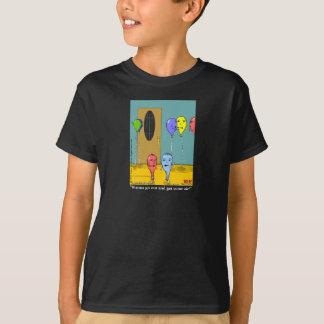 """""""La línea de aire"""" embroma la camiseta oscura"""