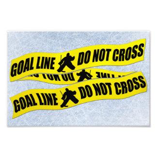 La línea del portero del hockey no cruza la cojinete