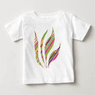 La LLAMA artística del FUEGO guarda fluir T-shirt