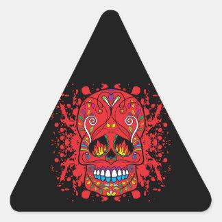 La llama roja del cráneo rojo del azúcar observa pegatina triangular