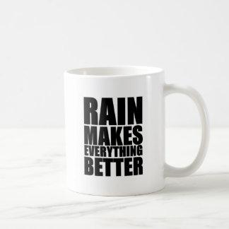 La lluvia hace todo mejor taza de café