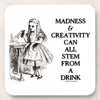 La locura y la creatividad pueden toda provenir un posavasos