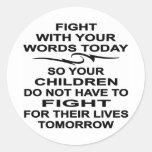 La lucha con sus niños de las palabras lucha hoy pegatina redonda