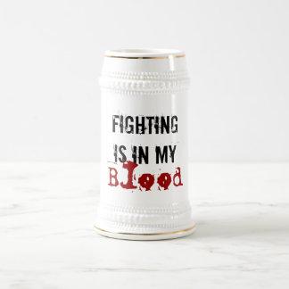 La lucha está en mi cerveza Stein de la sangre Jarra De Cerveza