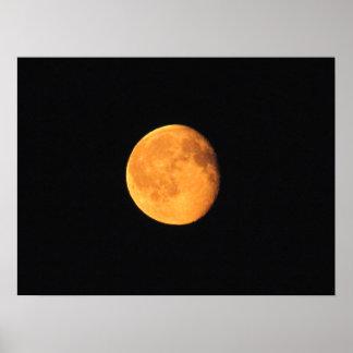 La luna amarilla grande Ningún texto Posters