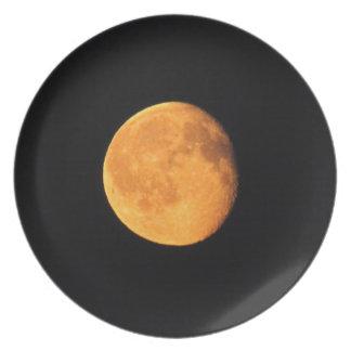 La luna amarilla grande; Ningún texto Plato De Cena