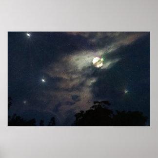 La luna del cielo nocturno protagoniza la impresió póster